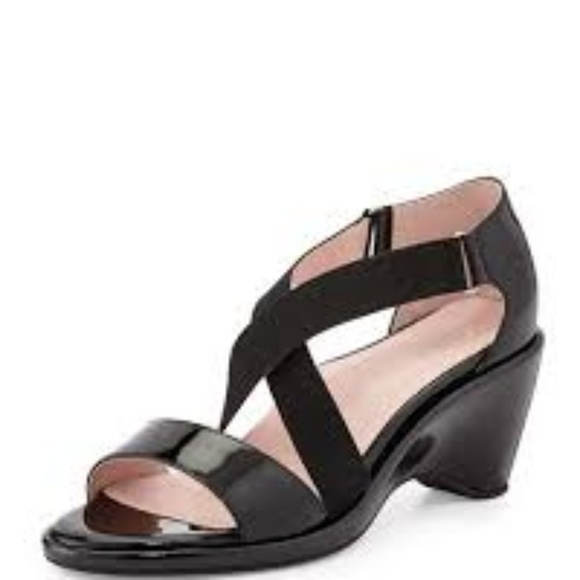 2283bfb96b8 Taryn Rose sandals